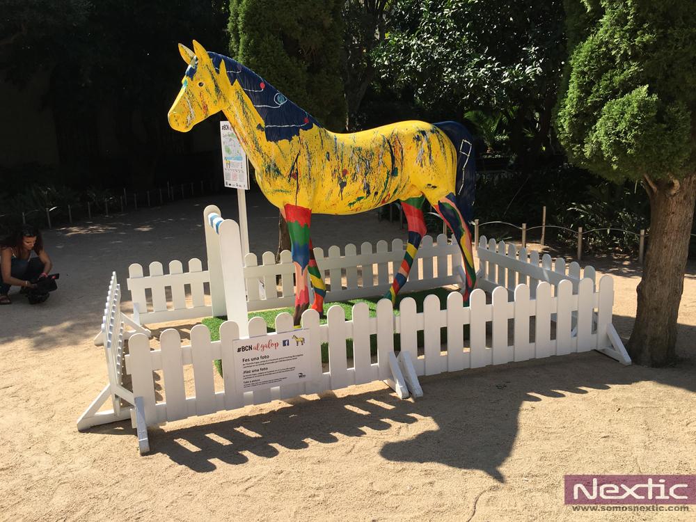 Estrella Fugaç: un caballo de fibra de vidrio de tamaño natural (190x220cm), que este verano ha recorrido la ciudad visitando algunos de sus lugares más emblemáticos