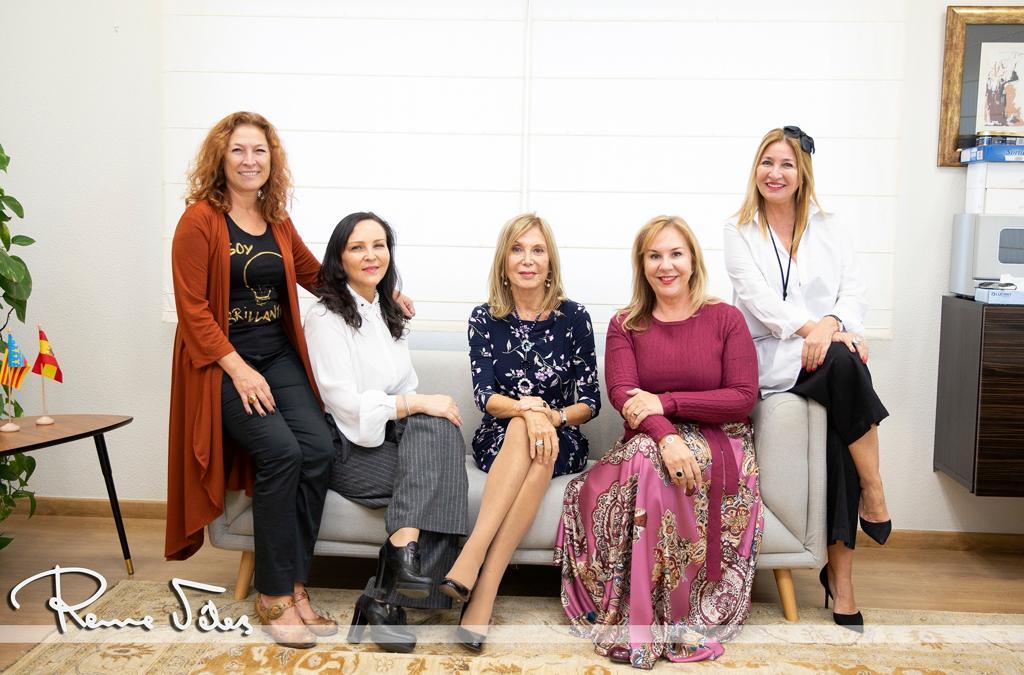 De izquierda a derecha: Manu Núñez, Lola Peña, Pilar Eyre, Begoña Méndez e Isabel Núñez.