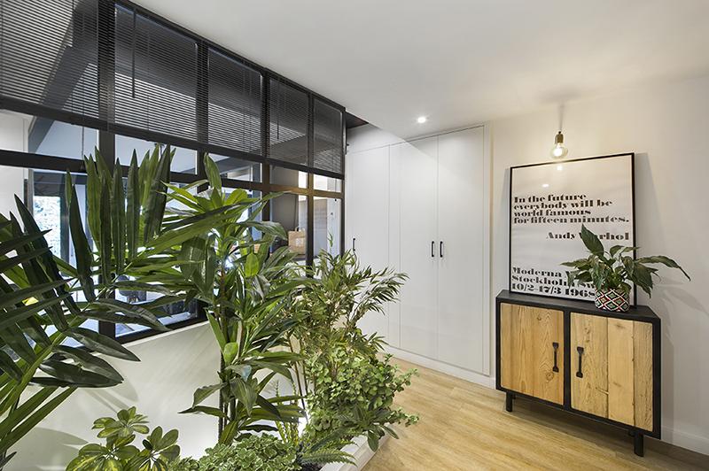Egue y Seta ha diseñado un apartamento urbano y natural en Barcelona