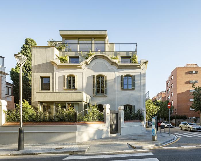 lucia-olano-arquitecta-vivienda-unifamiliar-tres-torres-barcelona_06A7237-cort