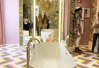 """""""Despertador de Sentidos"""" es la sala de bañod e Nuria Alía en Casa Decor Madrid en la que destaca la bañera exenta de Villeroy"""